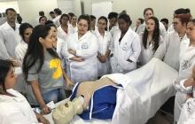 Alunos de Enfermagem visitam Unimar (2)